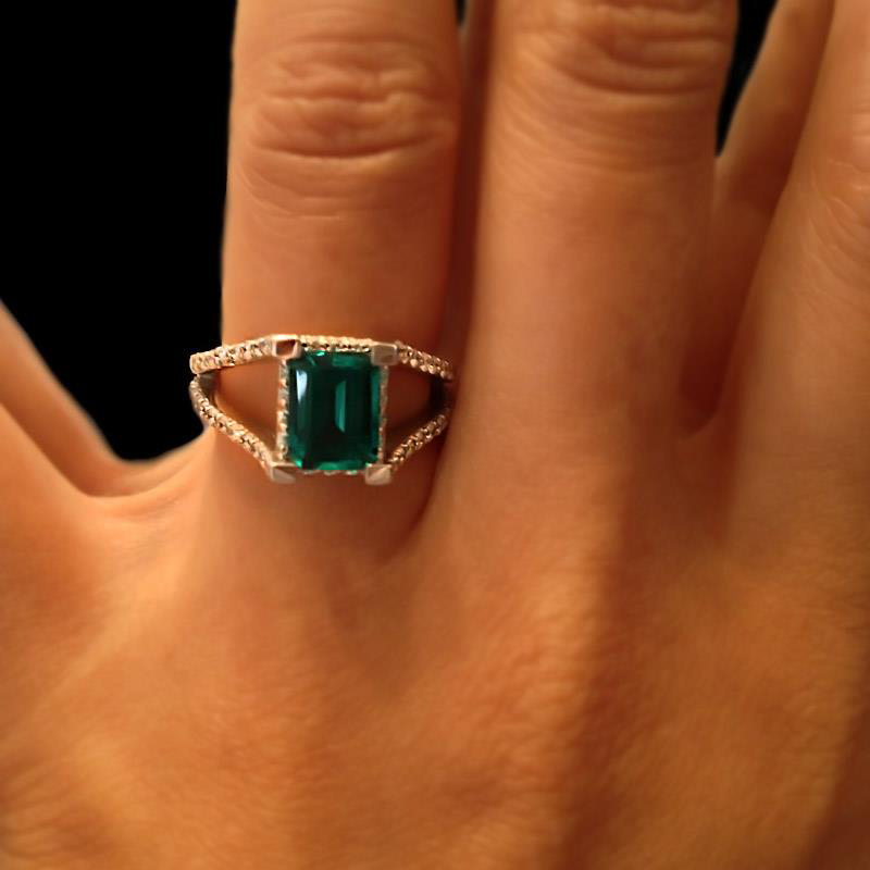 Emerald green archives miadonna diamond blog miadonna for Emerald green wedding ring
