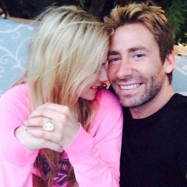 Avril Lavigne and Chad Kroeger showing off her 17 carat Anniversary Ring | Twitter