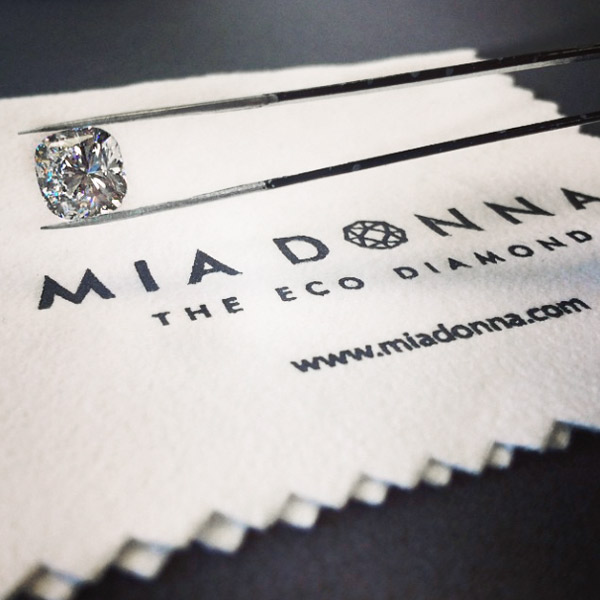 Diamond Defined | Cushion cut Diamond Hybrid | MiaDonna Man-Made Diamonds
