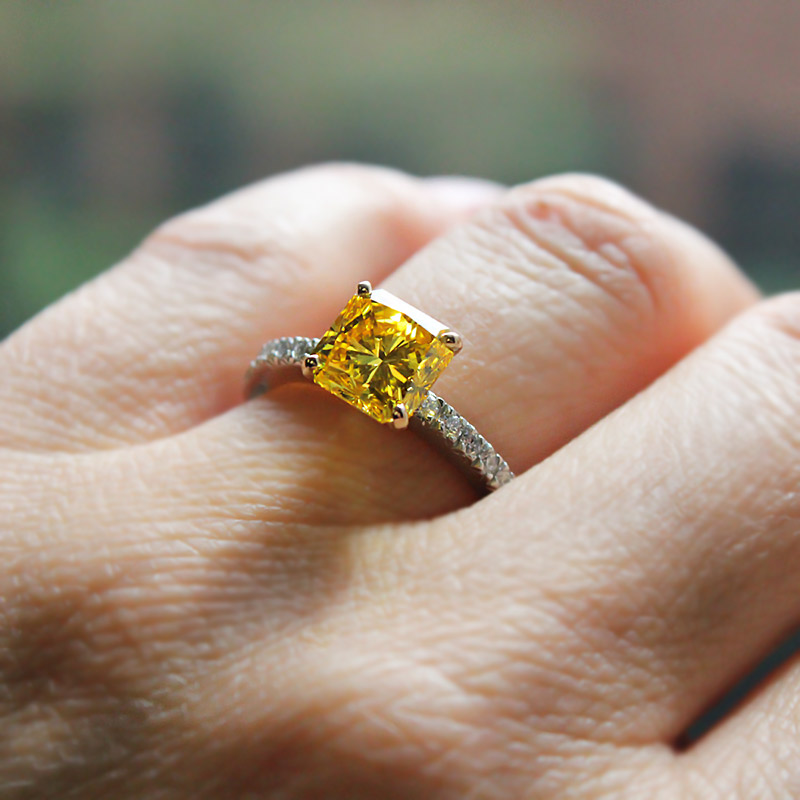 Lab-Created Diamond Engagement Rings | Novu Engagement Ring | 2.60ct Fancy Vivid Yellow, VVS2 Radiant cut Lab-Created Diamond MiaDonna