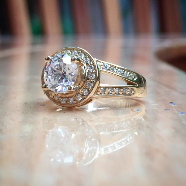 How To Clean Your Engagement Ring | MiaDonna