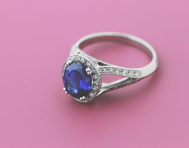 Non Traditional-Engagement-Rings-Kat-Blue-Sapphire