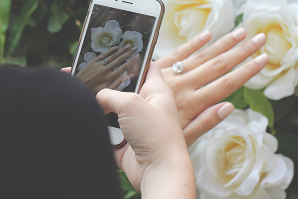 Tips For Taking The Perfect Engagement Ring Selfie